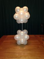 Small topiary balloon decoration